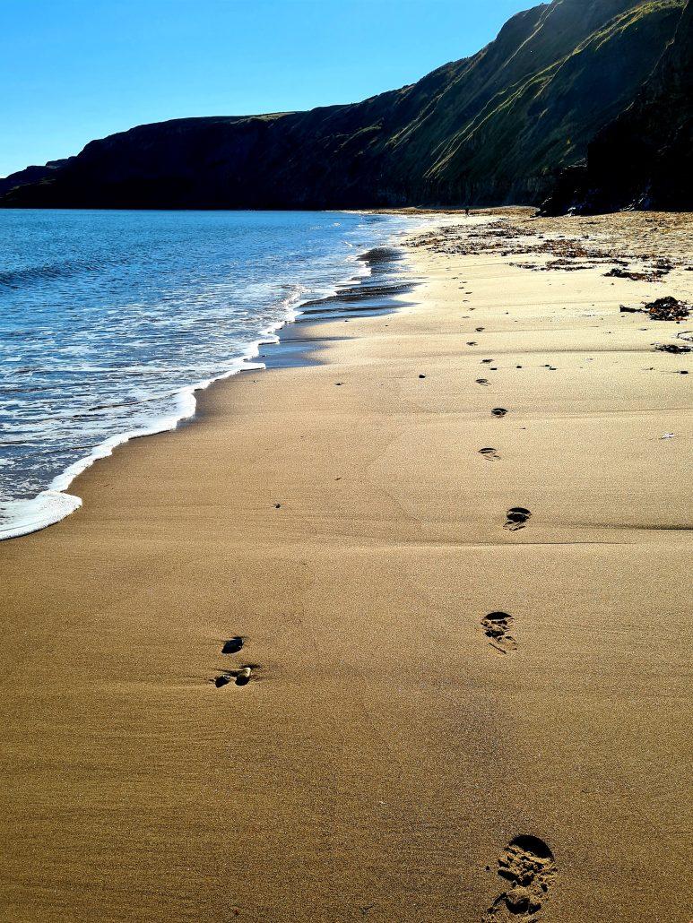 Footprints in Sand Runswick A Holmes